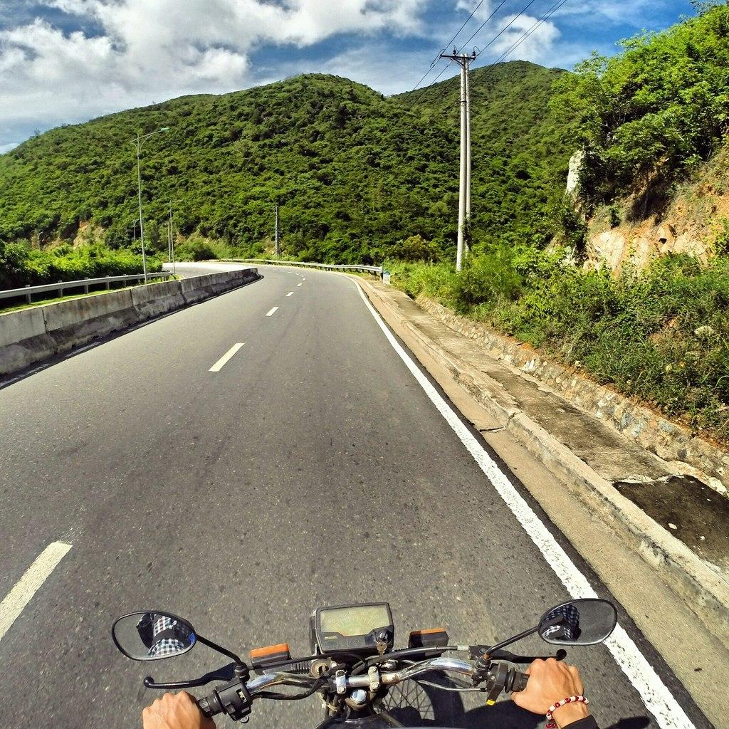 """В горах через """"Небесный перевал"""". Высота 1500 метров над уровнем моря. Вьетнам."""