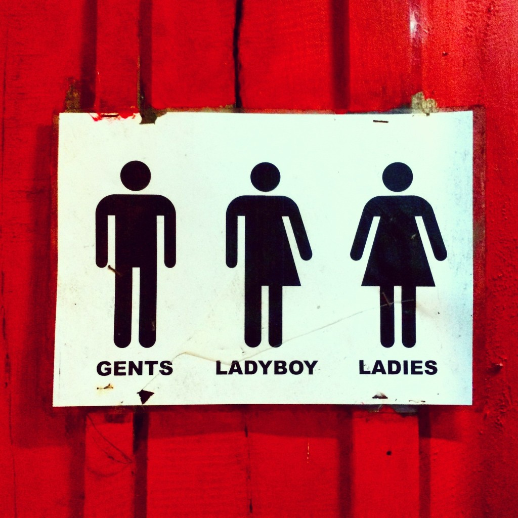 Туалет в одном из ресторанчиков на пляже Сиануквиля. Для мальчиков, для девочек и для тех, кто еще не определился с полом.